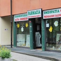 Como: bandito armato   rapina la farmacia