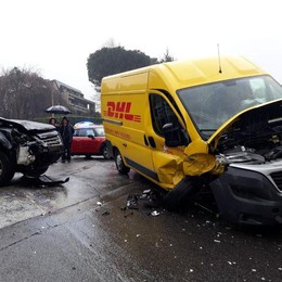 Incidente a Capiago Due feriti gravi