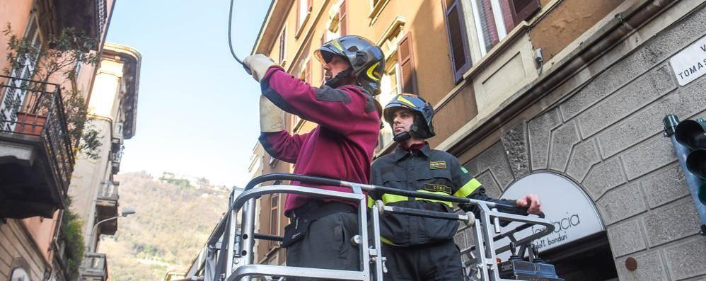Cavi elettrici pericolanti Bloccate via Grossi e via Dante