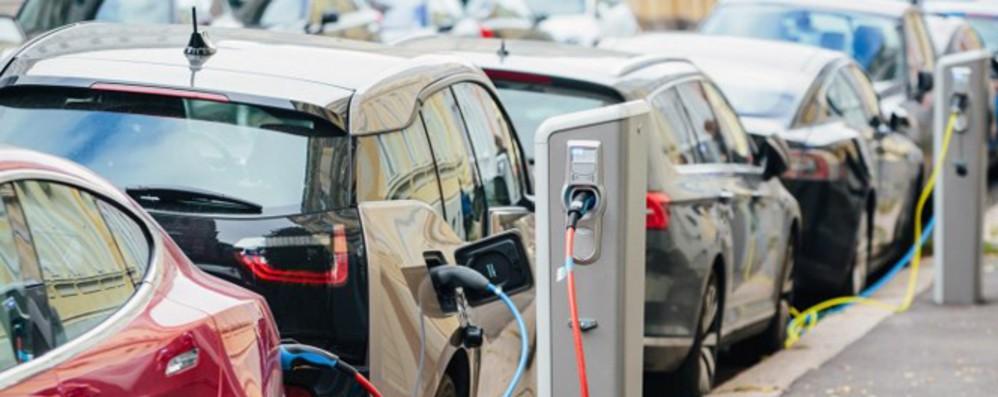 Milano, 1000 stalli di ricarica auto elettriche entro 2 anni