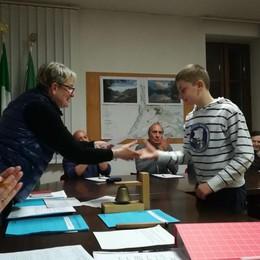 Salvarono un uomo caduto nel lago  Carlazzo premia i due giovani eroi