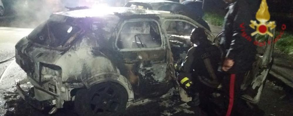 Mariano, auto in fiamme nella notte  Sospetto del dolo dopo le esplosioni