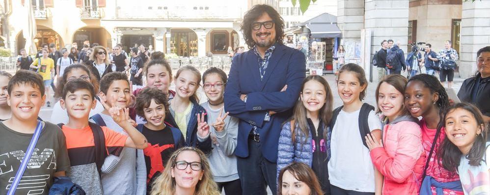 """Bagno di folla in centro per Borghese Lo chef a Como gira il suo """"4 ristoranti"""""""