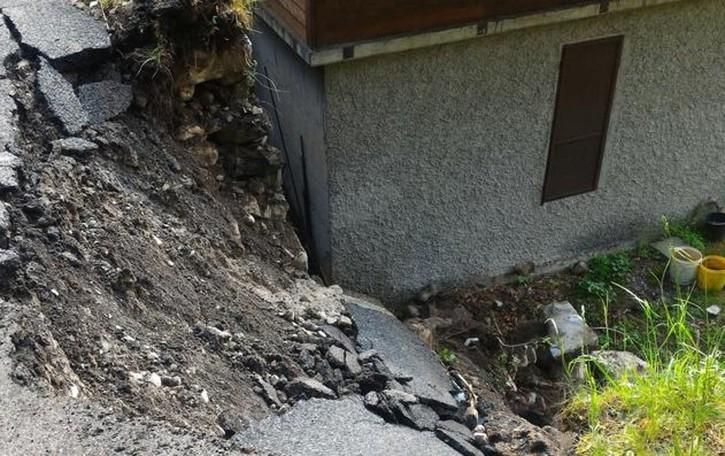 Castiglione, frana su una casa  Bloccata la strada per Blessagno