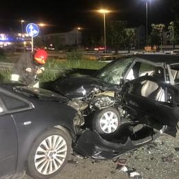 Arosio, scontro tra auto  Ferite due persone