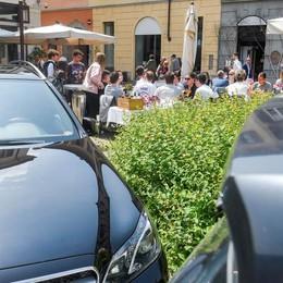 Como, troppe auto in centro  «Verifiche sulle soste»