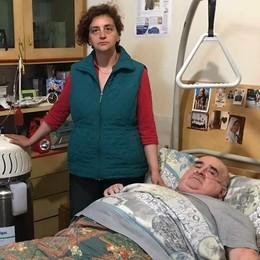 Malato, da due anni non può uscire  «Datemi un aiuto e una casa adatta»