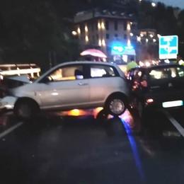 Frontale sotto la pioggia  Cremia, due ragazze ferite