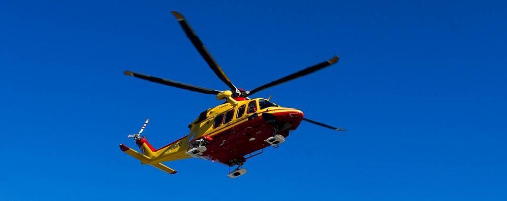 Donna  investita sulla Lariana  A Lezzeno arriva l'elicottero