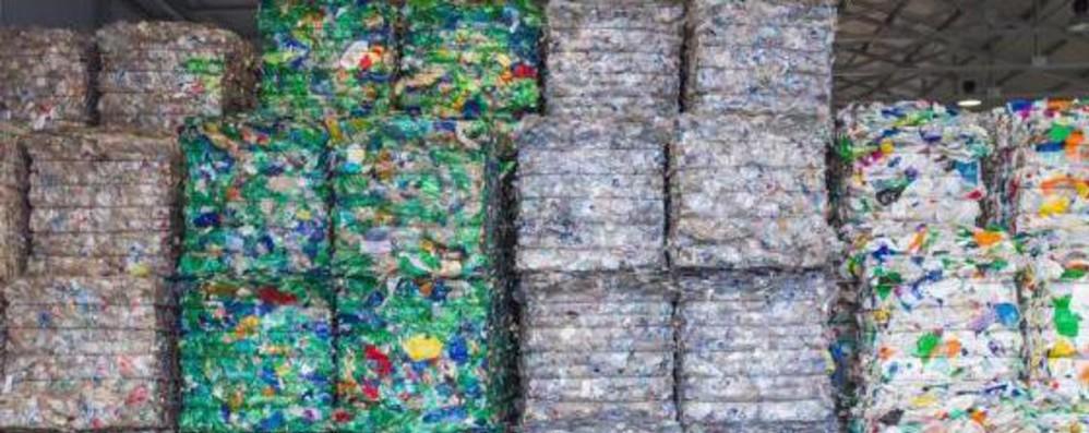 Ue propone tassa su imballaggi in plastica non riciclabile