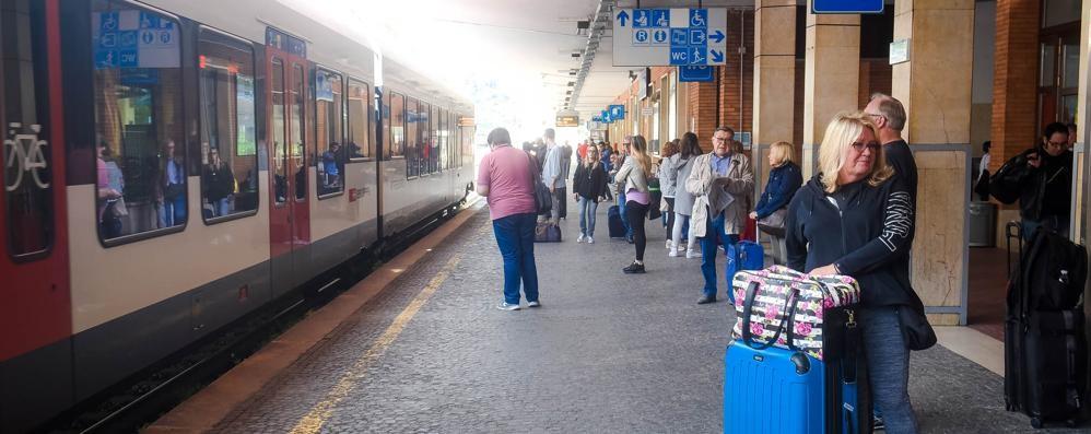"""Ferrovieri malati per il """"ponte""""  Trenord cancella decine di treni"""