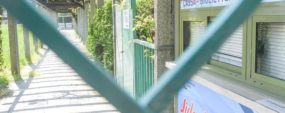 Parte la stagione estiva   E il Lido di Villa Olmo resta chiuso