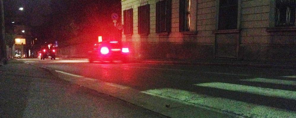 Cantù, litigano in strada  Colpito da una bottiglia: è grave