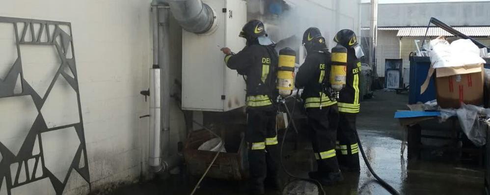 Fumo in azienda  Pompieri a Cantù