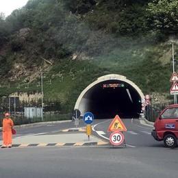 Pulizia finite a Pusiano  Riapre il tunnel