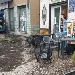 Auto contro i tavolini del bar  Tragedia sfiorata a Dongo