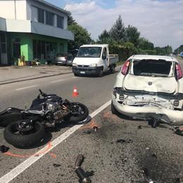Albese, tamponamento con un'auto  Grave motociclista di 21 anni