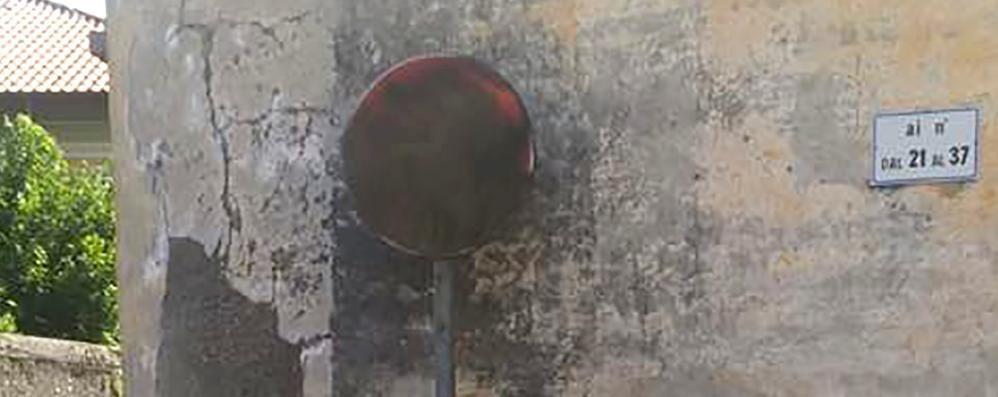 Bombolette spray contro il senso unico  Cartelli danneggiati, rischio incidenti