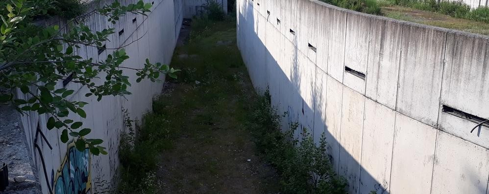 Cantù, vandali nel cantiere del palasport  Senza barriere è terra di nessuno