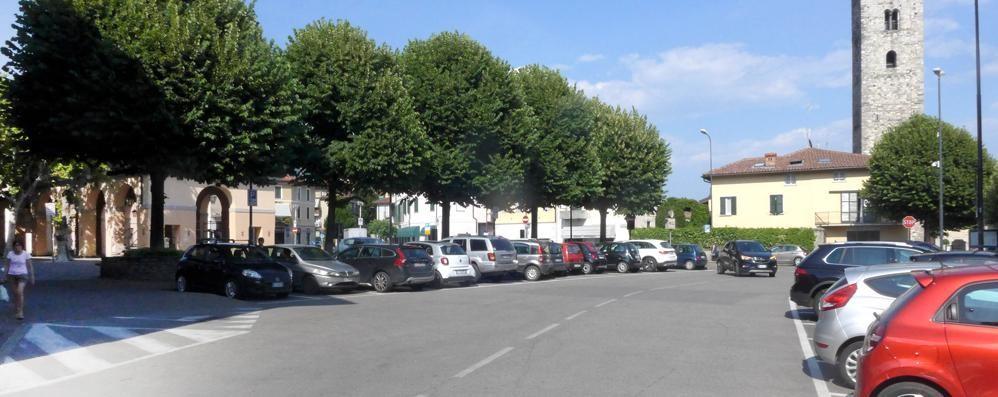 Erba, dietrofront in piazza Mercato  Tutti i parcheggi a pagamento