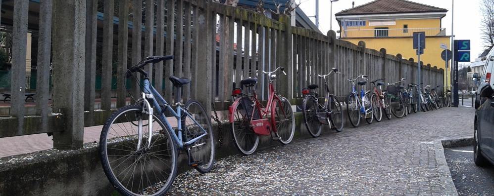 Ancora i ladri di biciclette in stazione  Ragazzino derubato, la rabbia del papà