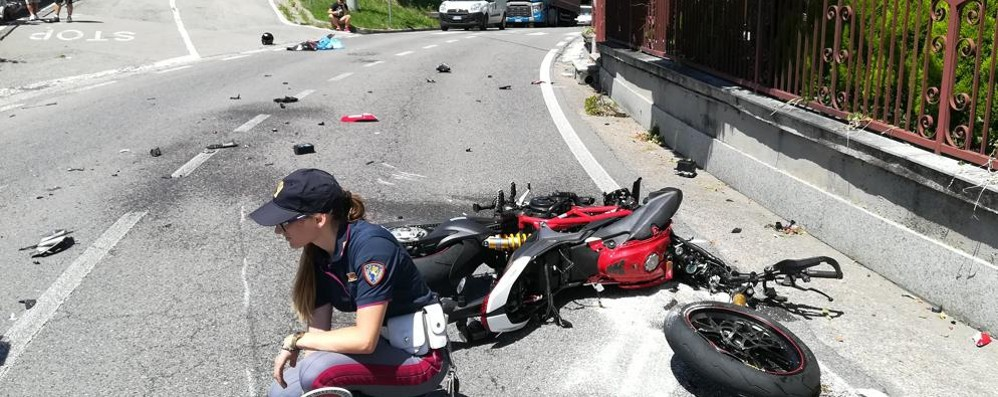 Montano, scontro con un'auto  Motociclista soccorso con l'elicottero