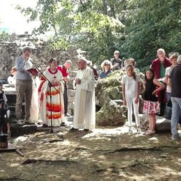 Processione e messa  In 500 sull'Isola Comacina