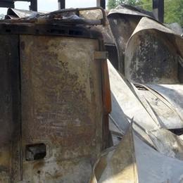 Carugo, «Tutto bruciato, grossi problemi»  Ansia per i 40 dipendenti di Mds
