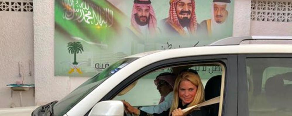 «Io, donna alla guida di un'auto»  Tatyana scrive la storia dell'Arabia