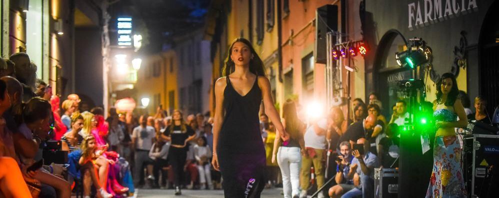 Cernobbio, gli stilisti del domani  La moda sfila in strettoia