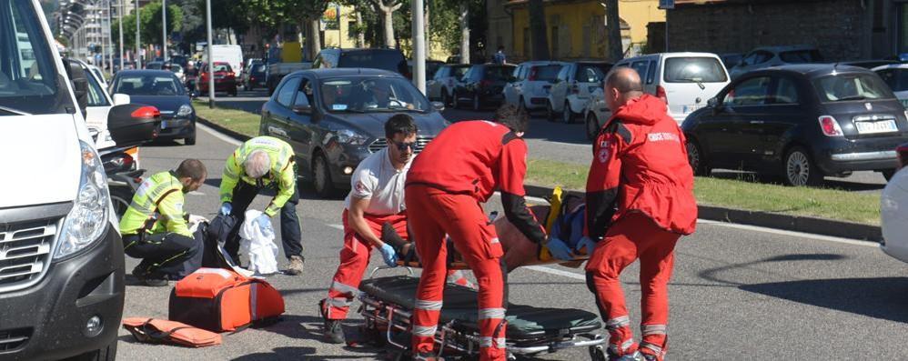 Como, incidente in viale Innocenzo: ferito motociclista