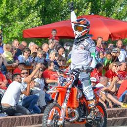 Le moto volano sulla Statale  Olgiate, solidarietà spettacolo