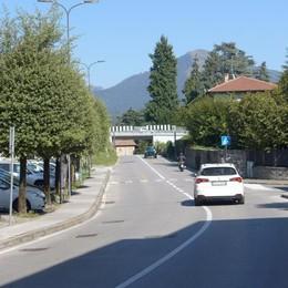 Erba, asfalto pericoloso  e piante infestanti  Operazione pulizia