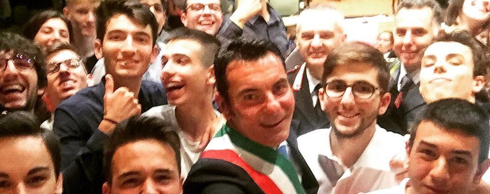 Olgiate, il sindaco  striglia i suoi colleghi  per le foto di Mattarella
