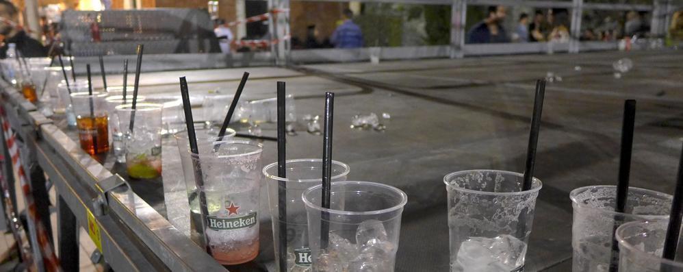 """Cantù, torna il """"mercoledrink"""" in piazza  Sorpresa: il vetro non si multa più"""