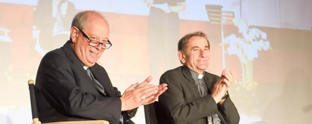Como abbraccia l'arcivescovo di Milano  La Chiesa in cammino verso il Sinodo