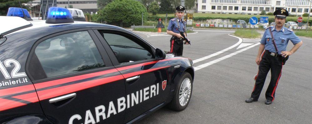 Cassina, rubano un portafoglio  Denunciate dai carabinieri
