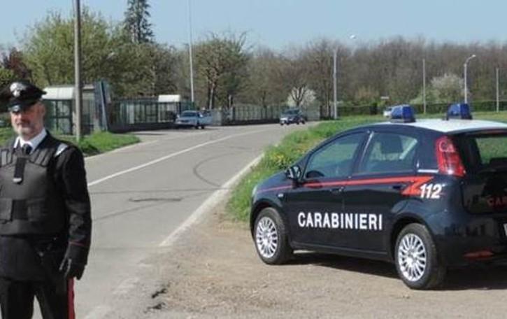 Locate, fermato per un controllo  si scaglia contro i carabinieri