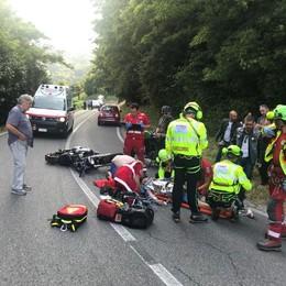 Asso, Harley contro furgone  Motociclista ferito a una gamba