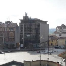 Cantù, tutta via Manzoni a doppio senso  basta girone intorno alla piazza