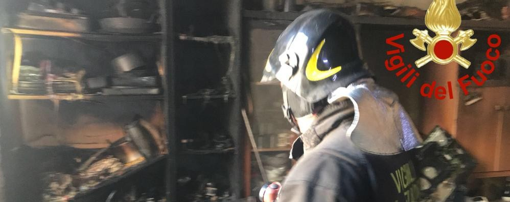 Como, incendio in casa in via Odescalchi