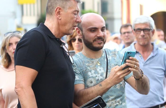 Selfie con Stefano Gabbana nelle strade di Tremezzo (Selva)