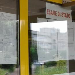 """Cantù, brilla la stella  del liceo """"Sant'Elia""""  Tre maturi con cento"""
