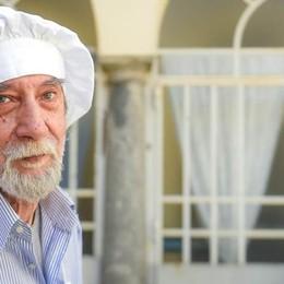 Lo chef della ville lumiére  che cucina per i senzatetto