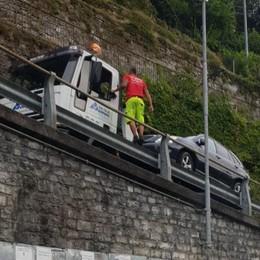 Brienno, bus bloccati dalle auto  Contro sosta selvaggia  arriva il carroattrezzi