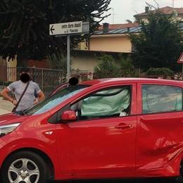 """Passa con il rosso e sperona un'auto  Il """"pirata"""" denunciato dopo la fuga"""