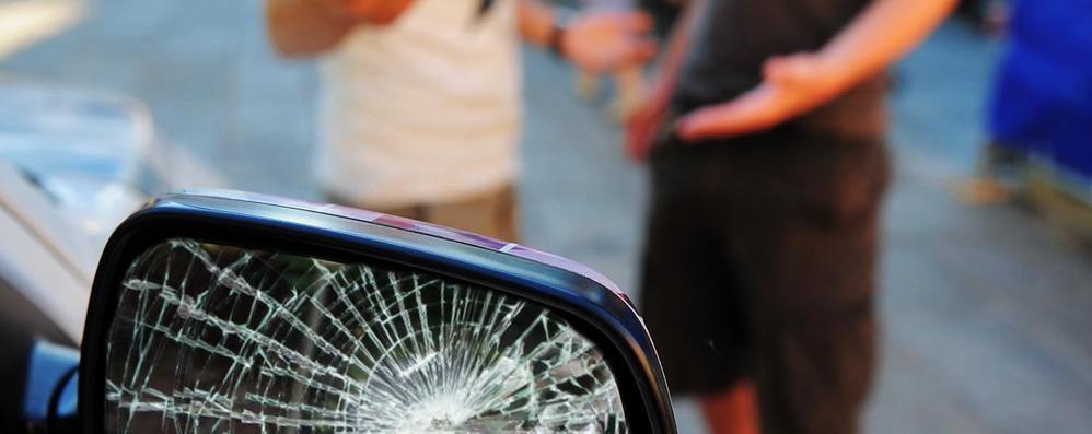 «Signora mi ha rotto il telefono»  Denunciato un altro truffatore