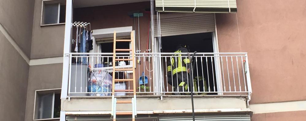 Incendio in un appartamento  Un vicino di casa in ospedale