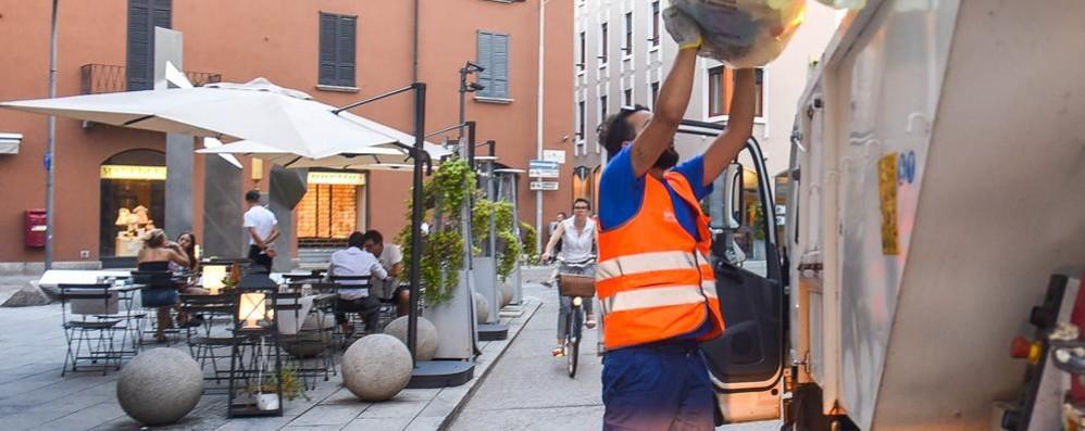 Como. al via oggi i nuovi orari  per il ritiro dei rifiuti