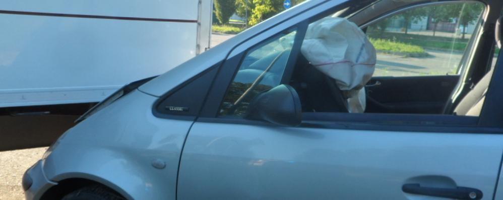 Si sente male ed esce di strada con l'auto  Gravissima coppia di anziani a Faloppio